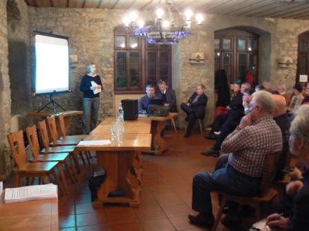 Frau Martens-Aly beim Vortragen