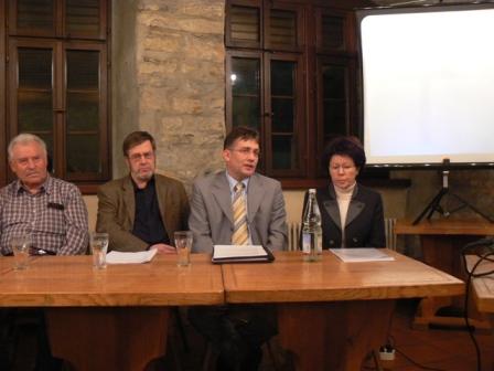Das Podium (von links Herr Bajohr, Herr Markmann, Herr BM Weis, Fr. Günther)