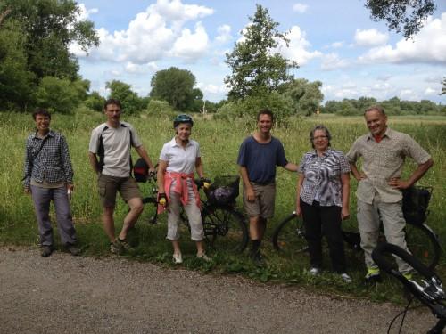 Christoph Aly rechts bei einer Radtour im Naturschutzgebiet Bruch bei Stettfeld
