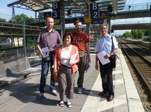 Begehung mit (v.l.) Enrico Röbke (DB Netz AG), Annette Thome-Moock (Stadt Wiesloch), Manfred Stindl (VCD Wiesloch), Rudolf Stegmüller (DB Regio AG)