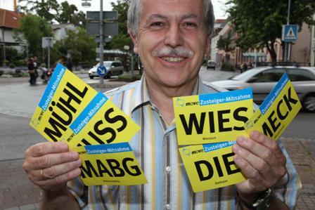 Wolfgang Widder mit den neuen Karten